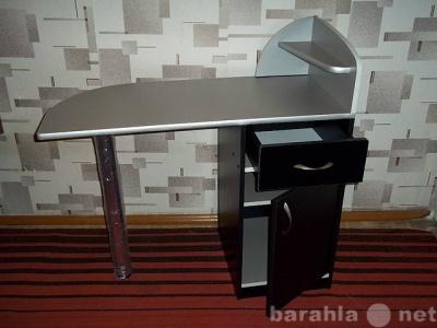Продам маникюрный стол в Томске.